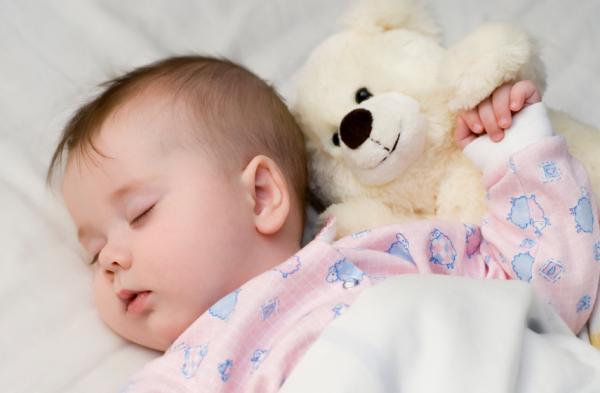 فيتامينات ومعادن للطفل الرضيع حديث